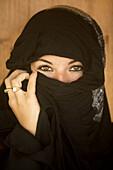 Arab, Beauty, Discrimination, Extremism, Eyes, Fanaticism, Femenine, Islam, Islamic, Middle East, Mistery, Palestine, Terrorism, Traditional, Woman, V40-807433, agefotostock