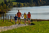 Family on a hiking tour at lake Riegsee, near Murnau, Upper Bavaria, Bavaria, Deutschland