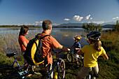 Family on a bike tour at lake Staffelsee, near Murnau, Upper Bavaria, Bavaria, Germany