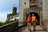 Couple at Wartburg castle entrance, Eisenach, Thuringian Forest, Thuringia, Germany