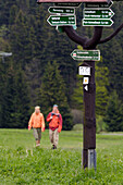Couple hiking in theThuringian Forest, Signpost, near Tambach Dietharz, Thuringia, Germany