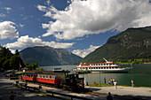 Schiff und Dampflock am Achensee, Nahe Pertisau, Karwendelgebirge, Tirol, Österreich, Europa