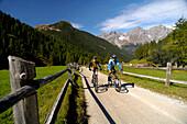 Couple on a mountain bike tour, MTB, mountainbiking near S-Charl, Scuol, Sesvenna Mountain Range, Engadiner Dolomites, Grisons, Switzerland
