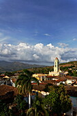 Blick auf den Turm der ehemaligen Kirche San Francisco de Asis (heute: Museo Nacional de la Lucha Contra Bandidos), Trinidad, Sancti Spiritus, Kuba, Tourismus, Reiseziel, Reise, Karibik, Große Antillen, Antillen, Inselstaat, Inselstaaten, Insel, Kuba, Kub