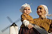 Mother and daughter in traditional costumes, Saffron Rose Festival held each year in the last week of October, Consuegra. Toledo province, Castilla-La Mancha, Spain