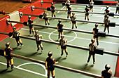 Bar, Erholen, Erholung, Farbe, Figur, Figuren, Freizeit, Fußball, Fußballspieler, Geschick, Geschicklichkeit, Innen, Konflikt, Konflikte, Konzept, Konzepte, Nahaufnahme, Nahaufnahmen, Spiel, Spiele, Spieler, Sport, Stangen, Team, Teams, Tischfussball, B29