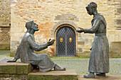 Außenaufnahme, Skulptur vor St. Brictius-Kirche, Schöppingen, Münsterland, Nordrhein-Westfalen, Deutschland, Europa