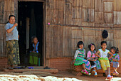 Hmong women and children dressed in traditional costumes, Mae Rim Valley, Hmong village, Province Chiang Mai, Thailand, Asia