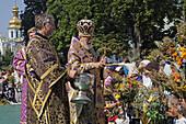 Kiev-Pechersk Lavra, celebration of the Assumption, 14 August, blessing of herbs and honey, Metropolitan Vladimir, Kiev, Ukraine