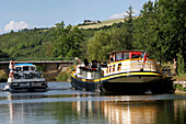 Pleasure Boating On The Nivernais Canal, Vincelles, Yonne (89), Bourgogne, France