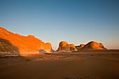 Daemmerung in Nationalpark Weisse Wueste, Aegypten, Libysche Wueste
