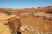Mountain biker, Colorado River, Moab, Utah, USA