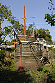 Solomons Castle Ona Florida home of famous scuptor Howard Solomon and the boat in the moat restaurant
