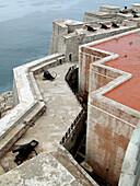 Abwehr, Abwehren, Aussen, Burg, Castillo de los Tres Reyes del Morro, Draussen, Farbe, Festung, Festungen, Geschichte, Große Antillen, Habana, Havanna, Kanone, Kanonen, Karibik, Kuba, Länder, Mauer, Mauern, Meer, Menschenleer, Niemand, Plätze der Welt, Re