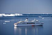 Cruise ship MS Deutschland and icebergs, Ilulissat (Jakobshavn), Disko Bay, Kitaa, Greenland