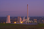 Horizontal-Sonnenuhr auf der Halde Hoheward mit Kohlekraftwerk Steag (Herne), Im Emscherbruch, Herten, Ruhrgebiet, Nordrhein-Westfalen, Deutschland, Europa