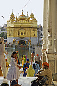 Pilgrims in front of the Golden Temple, Sikh holy place, Amritsar, Punjab, India, Asia