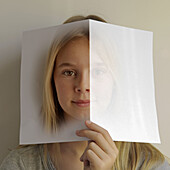 Ansicht, Auge, Begriff, Begrifflich, Farbe, Frau, Identität, Jung, Kind, Kinder, konzeptionell, Lesen, Mädchen, Portrait, Portraits, Porträt, Porträts, Zukunft, A75-876027, agefotostock