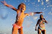 Familie, Gruppe, Jung, Mädchen, Meer, Sommer, Strand, Strände, Wasser, A75-958270, agefotostock