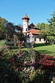 Castle called ´Kurparkschloesschen´ in the village Herrsching at Lake Ammersee, Pfaffenwinkel, Fuenfseenland, Upper Bavaria, Germany, Europe.
