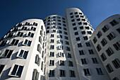 Germany, Nordrhein-Westfalen, Dusseldorf, Medienhafen, Frank Gehry building, Neuer Zollhof