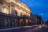 Italy, Lombardy, Milan, Teatro alla Scala, La Scala Opera House, evening