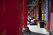 People praying at Yuantong Temple, largest Buddhist temple complex at Kunming, Yunnan, People's Republic of China, Asia