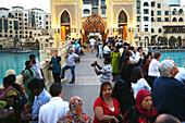 Weekend, people at Burj Khalifa, Burj Chalifa, Dubai, UAE, United Arab Emirates, Middle East, Asia