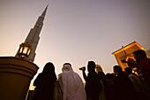 People in front of the Burj Khalifa in the evening, Burj Chalifa, Dubai, UAE, United Arab Emirates, Middle East, Asia