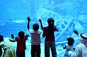 Children at the aquarium inside Atlantis Hotel, Palm Jumeirah, Dubai, UAE, United Arab Emirates, Middle East, Asia