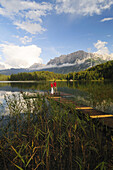 Couple on jetty, lake Lautersee, Mittenwald, Werdenfelser Land, Upper Bavaria, Germany