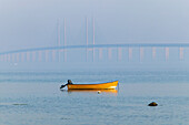 A rowing boat in front of the oresund Bridge