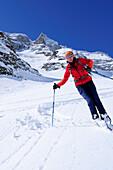 Woman downhill skiing, Hocharn, Rauris valley, Goldberg mountain range, Hohe Tauern, Salzburg state, Austria
