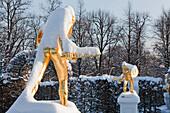 Snow-covered golden statues, hedge theatre, Herrenhausen Gardens, Hanover, Lower Saxony, Germany