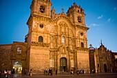 La Catedral s XVII Plaza de Armas