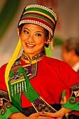 Bunt, charakteristisch, China, Erwachsene, Erwachsener, Ethnisch, Farbe, Farben, Folklore, Frau, Frauen, Halbfigur, Kostüm, Kostüme, Kultur, Kunst, Lächeln, Mensch, Menschen, Musik, Schauspielerin, Singer, Tradition, Traditionell, Traditionen, Typisch, Ve