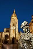 La Regenta statue and the cathedral, night view  Oviedo  Asturias province  Spain