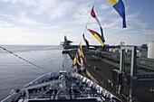 Bug von Kreuzfahrtschiff MS Astor (Transocean Kreuzfahrten) beim Ablegen von der Pier, Bremerhaven, Bremen, Deutschland, Europa