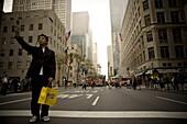 Autounfall auf 5th avenue, Tourist macht einen Foto, New York City, New York, USA