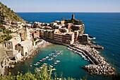 Ansicht, Cinque, Dorf, Fernsehantenne, Fernsehantennen, Hafen, Italien, Küste, Liguria, Ligurien, Meer, Meeresküste, Stadt, Terre, Vernazza, Vista, XG3-943465, agefotostock