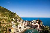 Ansicht, Cinque, Dorf, Fernsehantenne, Fernsehantennen, Hafen, Italien, Küste, Liguria, Ligurien, Meer, Meeresküste, Stadt, Terre, Vernazza, Vista, XG3-943467, agefotostock