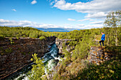 Schlucht am Fluß Abiskojåkka, Abisko Nationalpark, Lappland, Nordschweden, Schweden