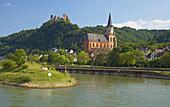 Schönburg castle, Oberwesel, Shipping on the river Rhine, Köln-Düsseldorfer, Mittelrhein, Rhineland-Palatinate, Germany, Europe