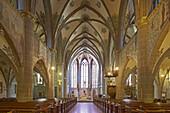 Innenarchitektur der Pfarrkirche St. Laurentius, Ahrweiler, Bad Neuenahr-Ahrweiler, Ahr, Eifel, Rheinland-Pfalz, Deutschland, Europa