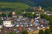 Stadtansicht mit Kloster Calvarienberg im Hintergrund, Ahrweiler, Bad Neuenahr-Ahrweiler, Rheinland-Pfalz, Deutschland