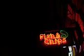Aufsehen, Aussen, Farbe, Fish and Chips, Froschperspektive, Frühstück, Füttern, Horizontal, Kneipe, Konzept, Küche, Mittagessen, Nacht, Nahrungsmittel, Neon, Restaurant, Schild, Straße, B75-1003542, AGEFOTOSTOCK