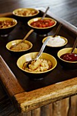 Middle East, Oman, Mussandam area, village of Ziggy, six Senses resort how to make the traditionnal sauce hara, traditional Omani dishes, fixing hara sauce with hammour fish