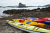Kayaks and Kisimul Castle, Castlebay, Isle of Barra, Outer Hebrides, Scotland, UK