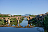 Stone bridge Puente la Reina, bridge, from the 11th century, Rio Arga, river, Camino Frances, Way of St. James, Camino de Santiago, pilgrims way, UNESCO World Heritage, European Cultural Route, province of Navarra, Northern Spain, Spain, Europe