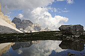 Cyclist Roland Stauder at Paternsattel, view at Zwoelferkofel, Hochpuster valley, South Tyrol, Dolomites, Italy, Europe